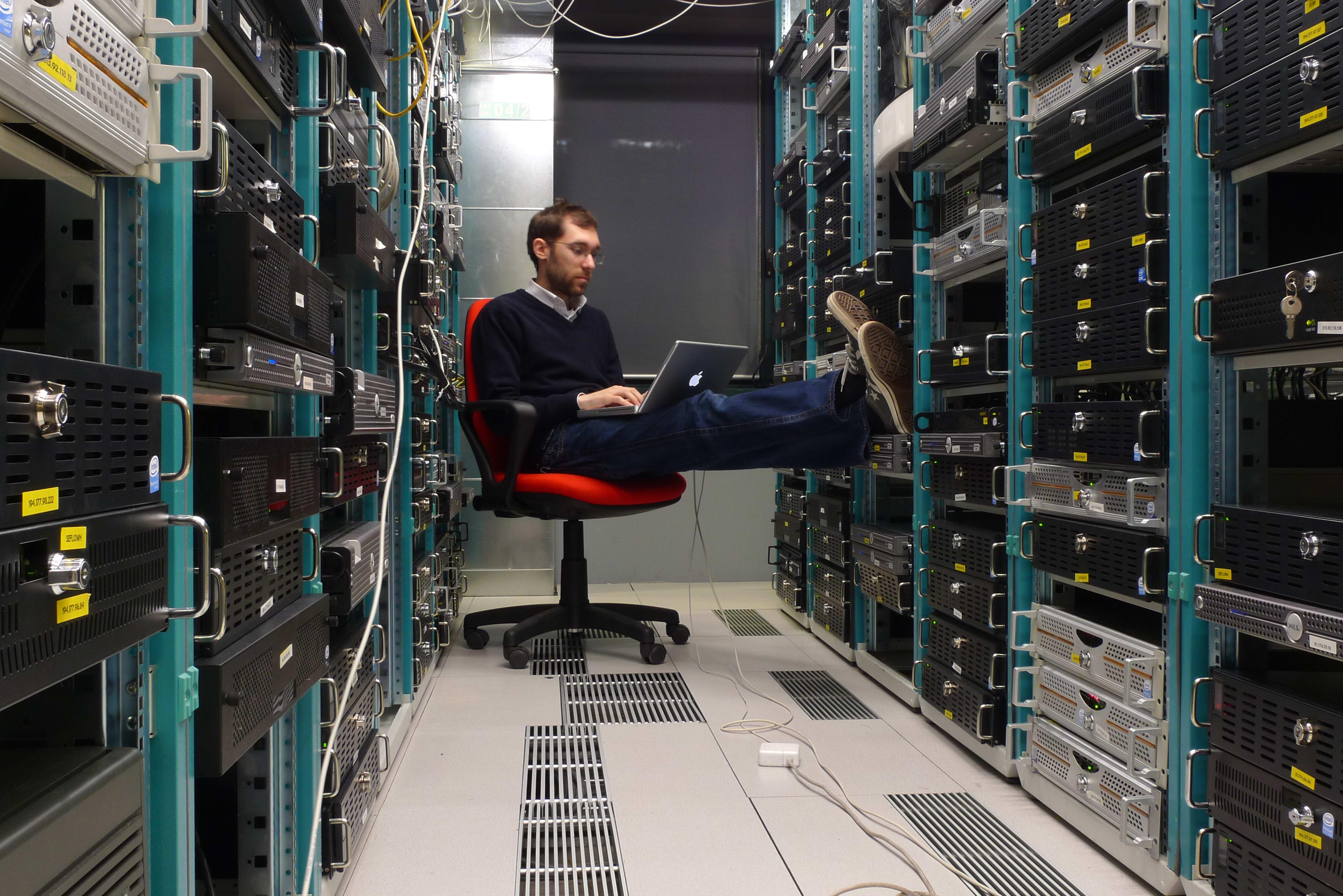 как поднять хостинг на сервере
