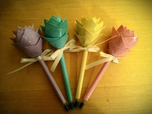 Make 2 Duct Tape Flower Pens By Bellanicolle