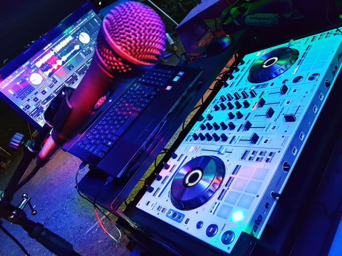 make you any male dj drop with or without sound effects