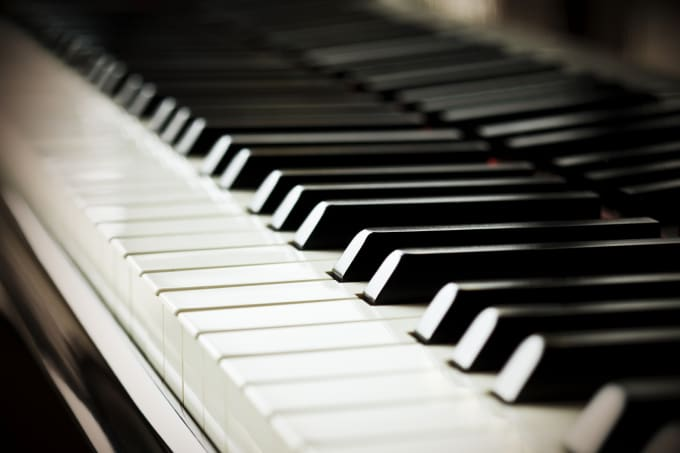 create a piano synthesia tutorial of any song