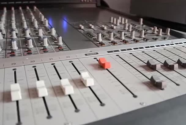 record a professional male voiceover in SPANISH